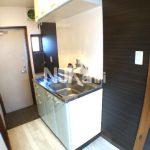 【コットンハイツ】三鷹のロフト付賃貸アパート、アクセントクロスのオシャレなお部屋!!(キッチンの写真)