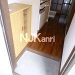 三鷹駅徒歩8分、三鷹市上連雀4丁目のバストイレ別賃貸1Kアパート(玄関の写真)