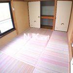三鷹駅徒歩7分、三鷹市上連雀3丁目のバストイレ独立1DK賃貸コーポ・2階角部屋(居室・リビングの写真)