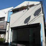 三鷹駅徒歩10分、武蔵野市西久保2丁目の1階貸店舗・事務所(外観)