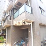 三鷹駅徒歩7分、オートロック・宅配ボックス付2DK賃貸マンション(外観)