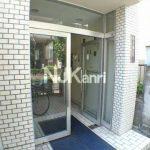 三鷹駅徒歩8分のRC造2DK賃貸マンション(エントランスの写真)