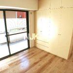 三鷹駅徒歩6分、三鷹市下連雀3丁目のエレベーター付RC造1LDK賃貸マンション(居室・リビングの写真)