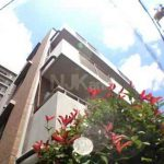 三鷹駅徒歩8分の独立洗面台とオートロック付賃貸マンション(外観)
