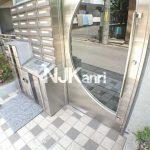 三鷹駅徒歩7分,宅配ボックスのあるバストイレ独立オートロック付賃貸マンション!!(エントランスの写真)