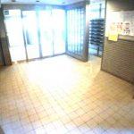 三鷹駅徒歩2分!! 三鷹市下連雀3丁目のオートロック付分譲賃貸マンション(エントランスの写真)