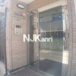 【カサアリヴィオ】三鷹市上連雀2丁目のバストイレ独立・ガスコンロ付1DK賃貸(エントランスの写真)