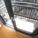 三鷹駅徒歩12分、三鷹市上連雀5丁目のバストイレ別賃貸1Kアパート(バルコニーの写真)
