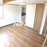 三鷹駅徒歩14分、武蔵野市西久保2丁目のバストイレ独立・ロフト付賃貸アパート(居室・リビングの写真)