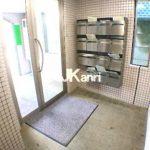 三鷹駅徒歩5分、三鷹市下連雀3丁目のバストイレ別1K賃貸マンションの2階(エントランスの写真)