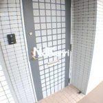 三鷹駅徒歩10分、三鷹市下連雀4丁目のRC造2DK賃貸マンション(玄関の写真)